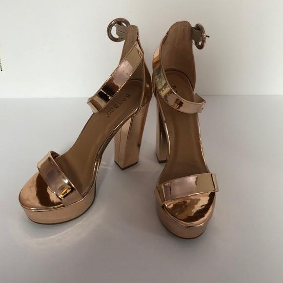 BAMBOO Shoes - Bamboo gold metallic 5 inch block heel